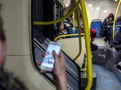 当心玩手机玩到没朋友!英媒:应遵循五点建议