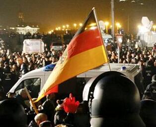 德国政府谴责袭击犹太人餐馆和极右翼排外游行