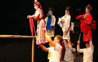 中国传统木偶艺术展演在新加坡举行