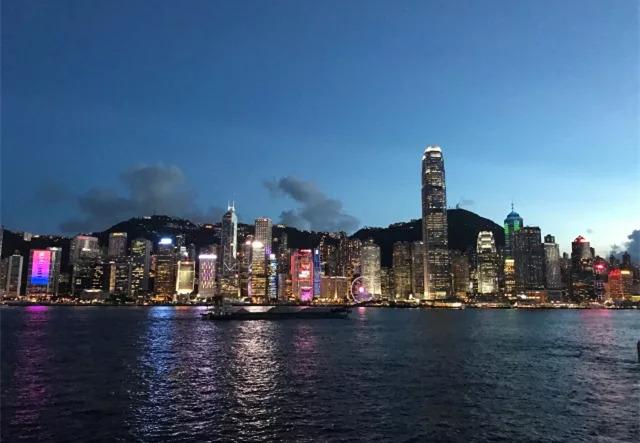 香港举办维港泳 3300多人横渡维多利亚港