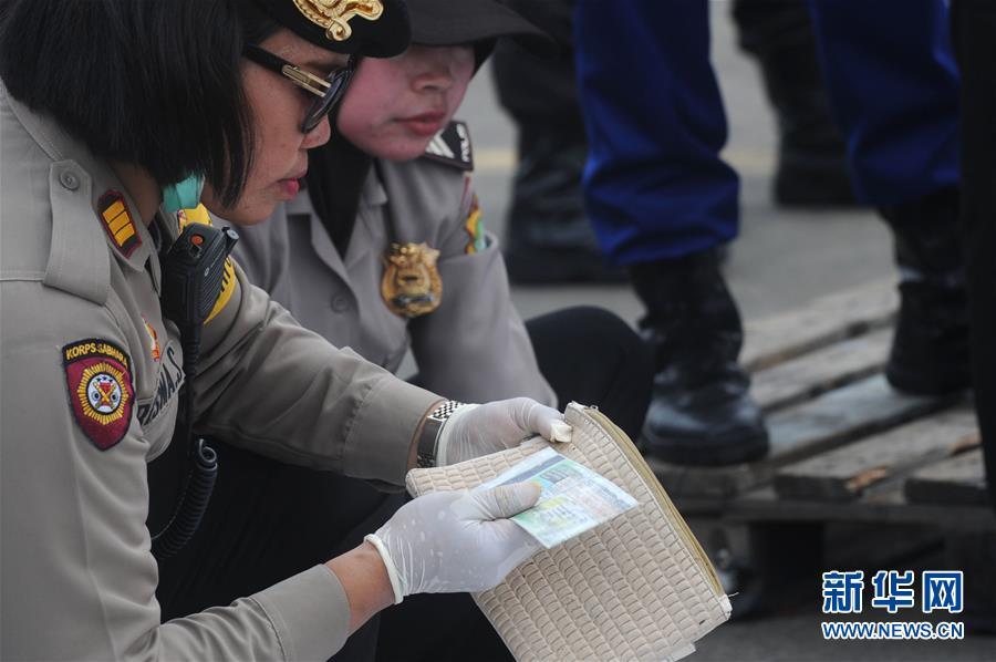 印尼:失事客机未发生空中爆炸 已打捞起部分遇难者遗体