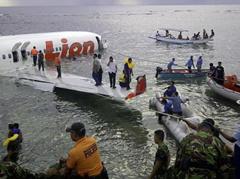 印尼狮航坠机事故:停止搜寻遇难者 继续找黑匣子