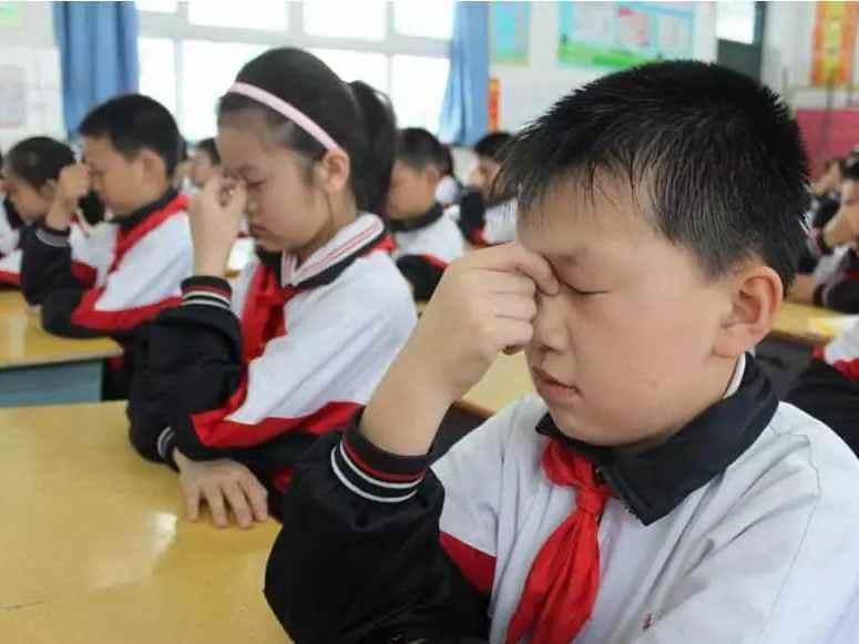 全国中小学生近视或超1亿人 各地一年中没改善将被追责