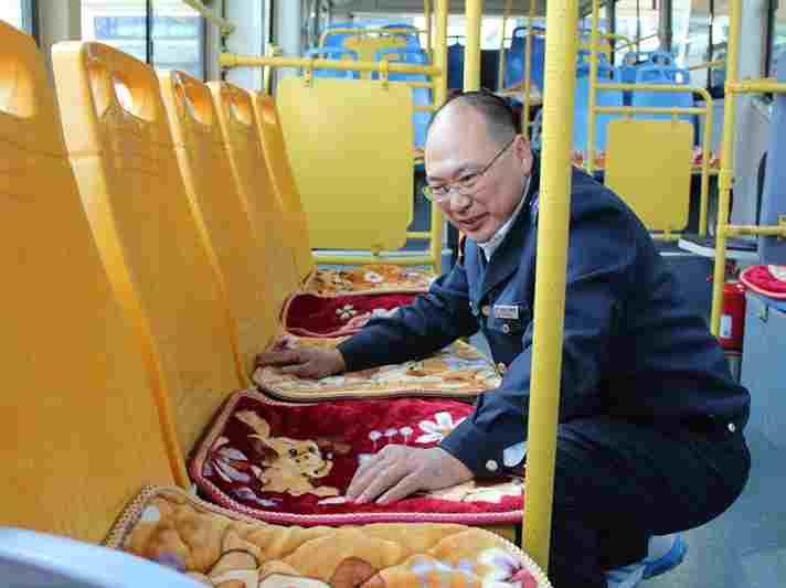 """点赞!双11青岛公交驾驶员为乘客抢购30份""""温暖"""""""