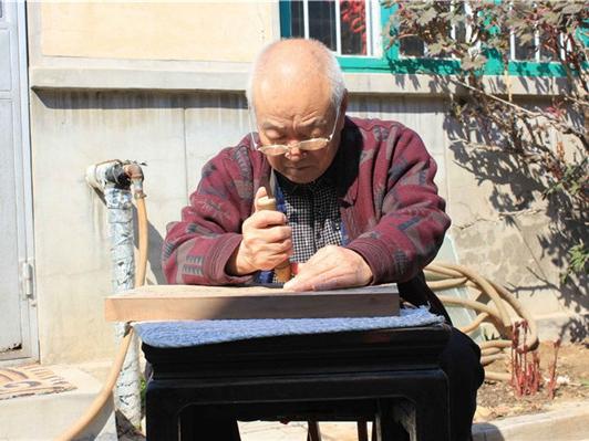 青岛也有木版年画:源自潍县 央视曾来拍专题片