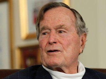 """老布什的最后时刻披露:告诉小布什""""我也爱你"""""""