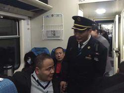 青岛列车乘务员:盲人踏上列车 我们就是你们的眼