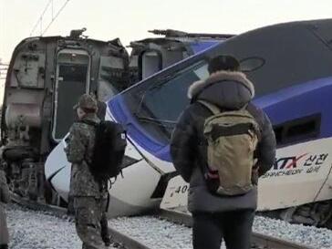 韩国载198人高铁发车5分钟后脱轨 已致14人受伤