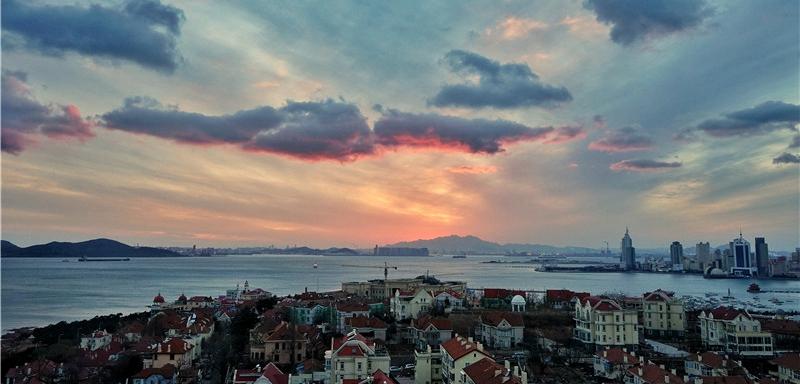 如梦似幻!青岛小鱼山现绝美夕阳图