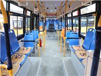 """扶手穿上""""保暖衣"""" 青岛公交司机为乘客缝制爱心暖手套"""