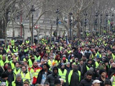 """""""黄马甲""""示威卷土重来 马克龙谴责极端暴力"""