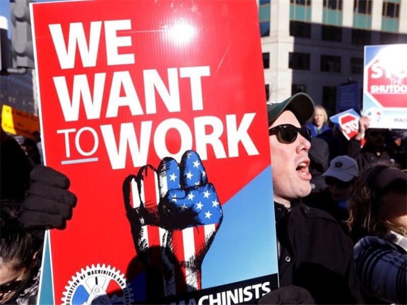 部分停摆进入第20天 美国政府雇员白宫前抗议