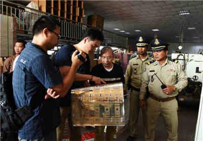 全国首起跨国制售假烟案告破 13名犯罪嫌疑人被押解回国