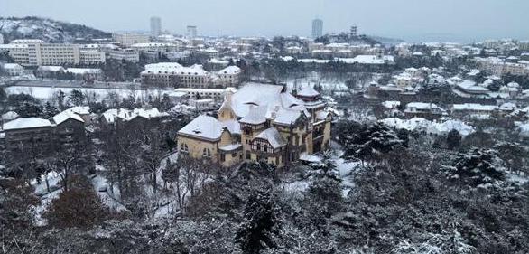 青岛新春喜迎瑞雪 室外银装素裹