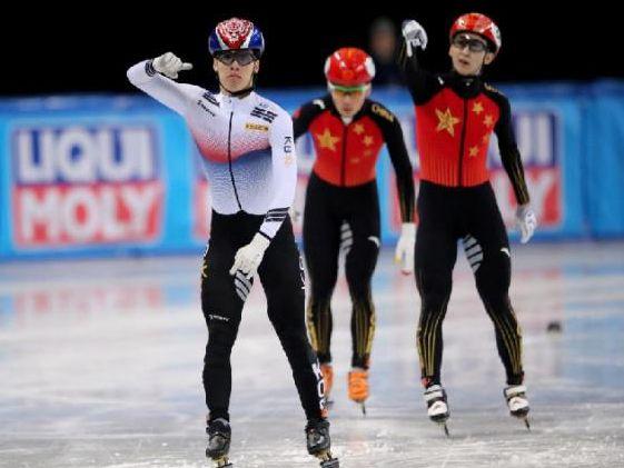 短道速滑世锦赛:武大靖、范可新500米夺银