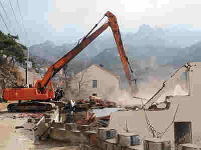 崂山沙子口两处大体量违建拆除 面积均超500平米(图)
