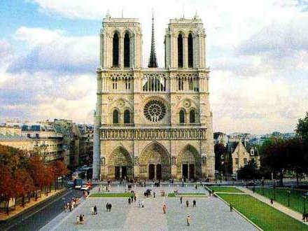 巴黎圣母院大火后内部照片曝光 主体建筑得以保存