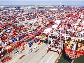 踏上全新征程!青岛港向枢纽港贸易港转型