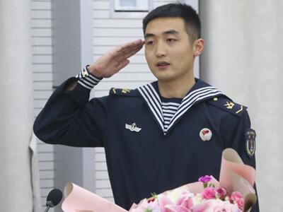 """用行動獻禮海軍節 """"90后""""海軍戰士捐干細胞救他人"""
