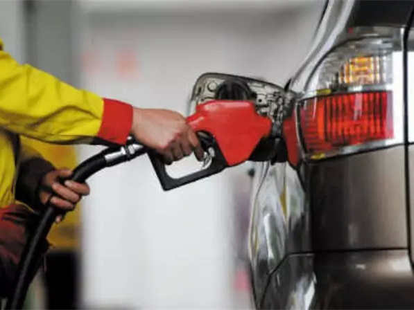 成品油價或迎年內第二降 加滿一箱油將少花3元