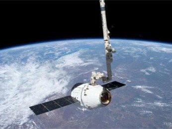 SpaceX互聯網高速衛星首露面 馬斯克公開照片