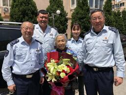 """""""讓座跟年齡沒關系"""",青島90歲的""""讓座奶奶""""找到了!"""