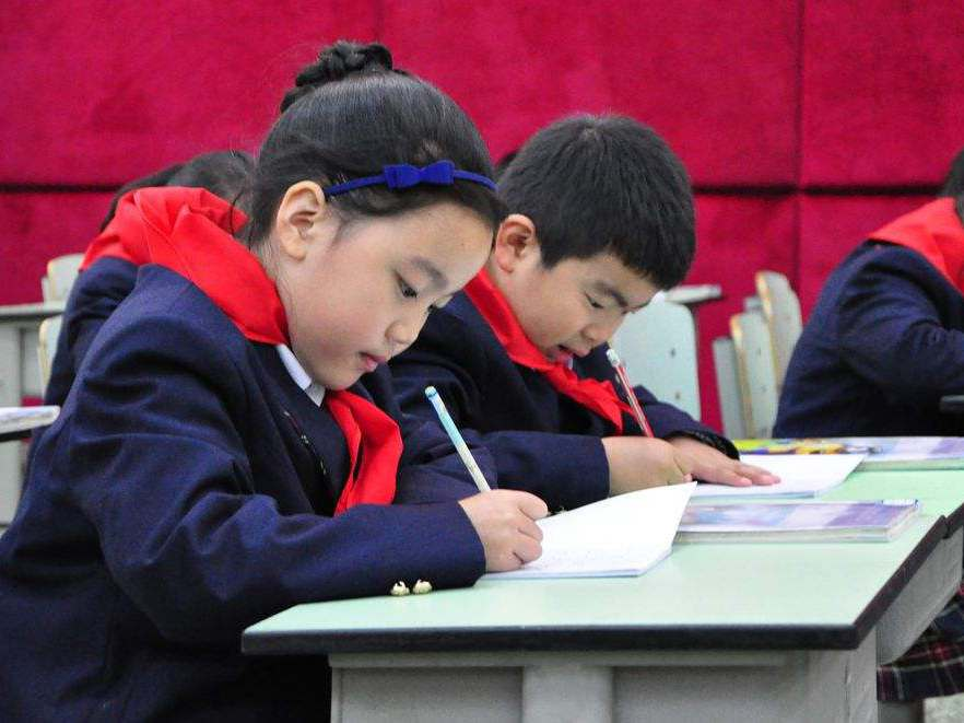 山東省九部門:近視率連續三年不降低的學校將被問責