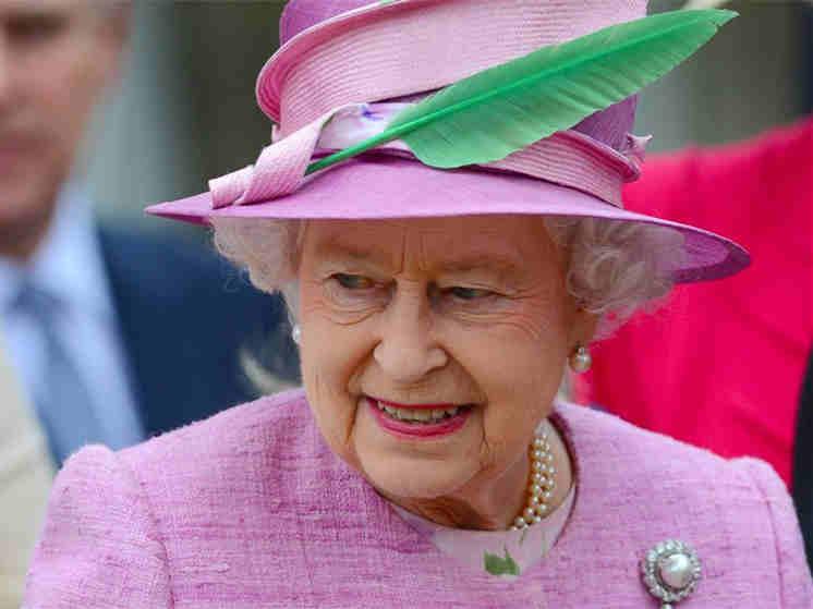 涨粉太慢?英女王招聘社交媒体运营员 年薪超26万元