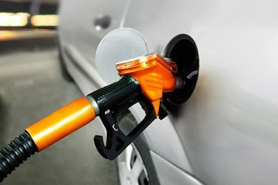 年内油价或第八次上调 加满一箱92号汽油多花3.5元