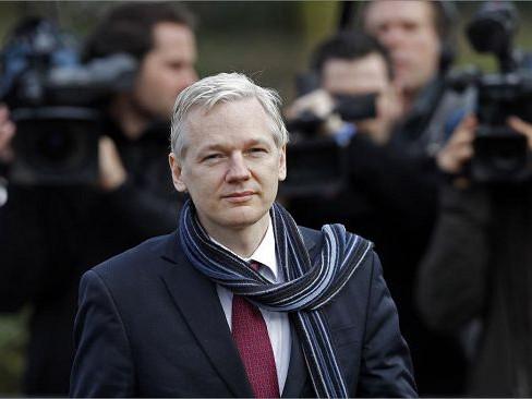 美国正式向英国申请引渡阿桑奇 追加17项新指控