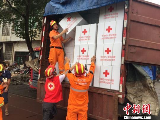 四川长宁6.0级地震:红十字会首批救援物资抵达震区