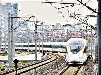 全国铁路今起实施新列车运行图 列车开?#24515;?#21147;的提升