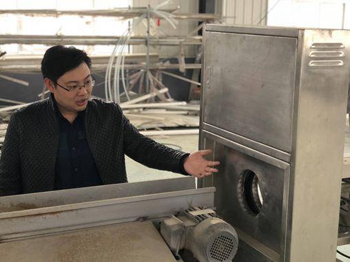 萊西青年發明胡蘿卜分揀機 一臺機器能頂30名工人