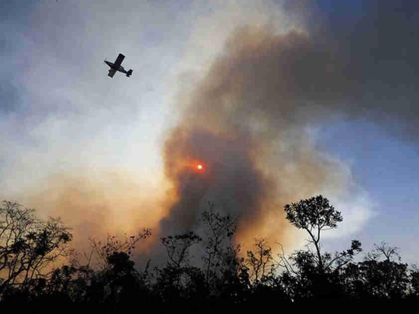 亚马孙雨林本月着火点逾2.5万处 超去年同期两倍