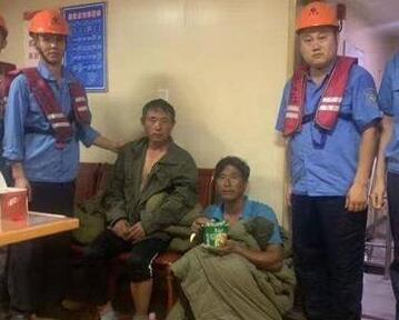 深夜救援!驚魂48分鐘!青島港成功救起兩名落海漁民
