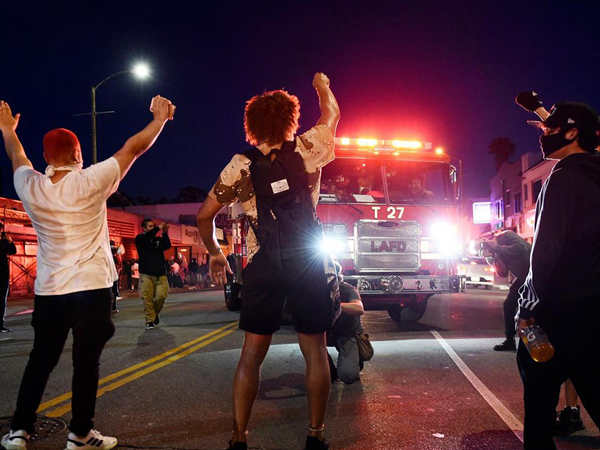 全美超40城和華盛頓特區宣布周日晚實施宵禁