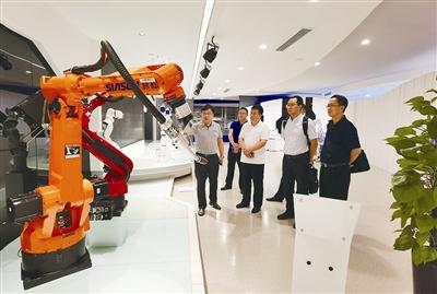 專業實訓干部探究上海機器人智能服務產業