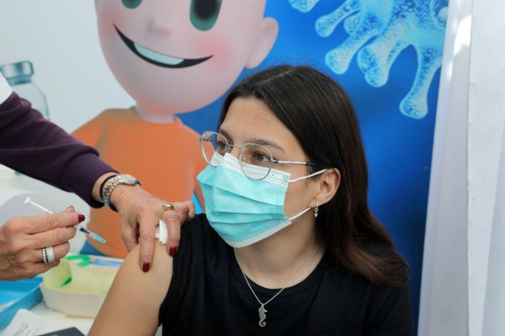 以色列開始給青少年接種新冠疫苗