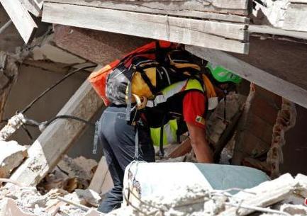 意大利地震遇难人数升至281人 全国降半旗哀悼