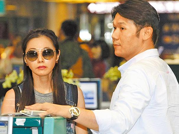陈怡蓉与未婚夫飞泰国 26日将在清迈举行婚礼