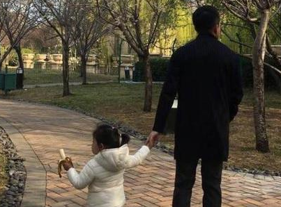 汪小菲为老婆儿女放弃聚会 大S甜赞:帅爆了