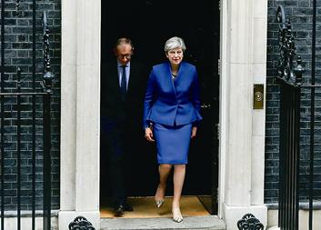 连任首相 特雷莎·梅将组建联合政府