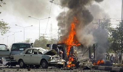 索马里汽车炸弹致死14人 袭击者挟持至少20名人质