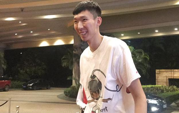 周琦获上海交大录取通知书 正式成为姚明学弟