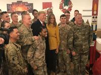 特朗普夫妇突访伊拉克一军事基地看望驻伊美军