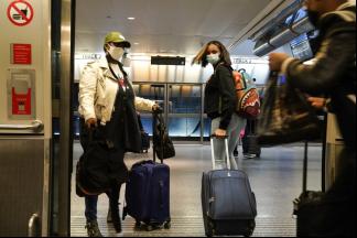 年終假期季,美單日旅客破100萬,過節防疫陷兩難