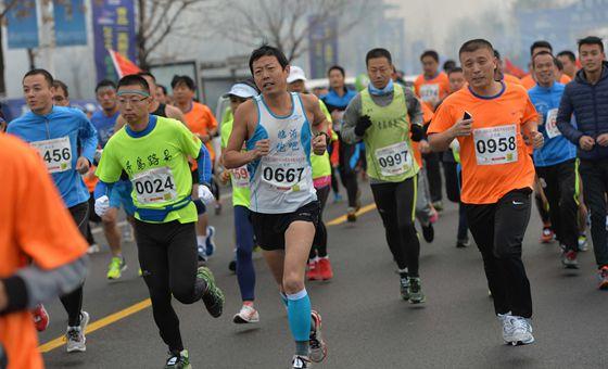 半程马拉松赛在高新区火爆举行 临沂小伙夺冠